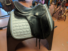 Load image into Gallery viewer, Bates Dressage Saddle 17.5""