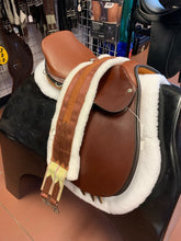 "Load image into Gallery viewer, Ainsley 15"" Darby English Saddle"