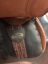 "Load image into Gallery viewer, Henri de Rivel Jump Saddle 16.5"" Seat"