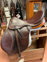 Load image into Gallery viewer, Crosby Olympia Saddle