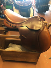 Load image into Gallery viewer, Bates Caprilli Close Contact Saddle 17""