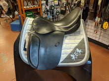 "Load image into Gallery viewer, 18"" Harry Dobbs True Britt Dressage Saddle"