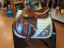 "Load image into Gallery viewer, 17"" Dover Circuit Deluxe Saddle"