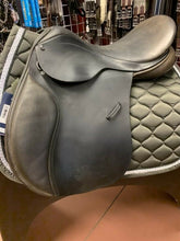 "Load image into Gallery viewer, County Eventer Close Contact Jump Saddle, 17.5"" seat, MED TREE W/ SKID ROW"