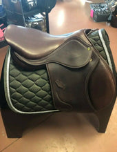 "Load image into Gallery viewer, 18"" Henri De Rivel Jump Saddle"