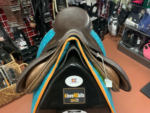 "County Extreme Close Contact Jump Saddle, 17"" Seat Med/Narrow Tree"