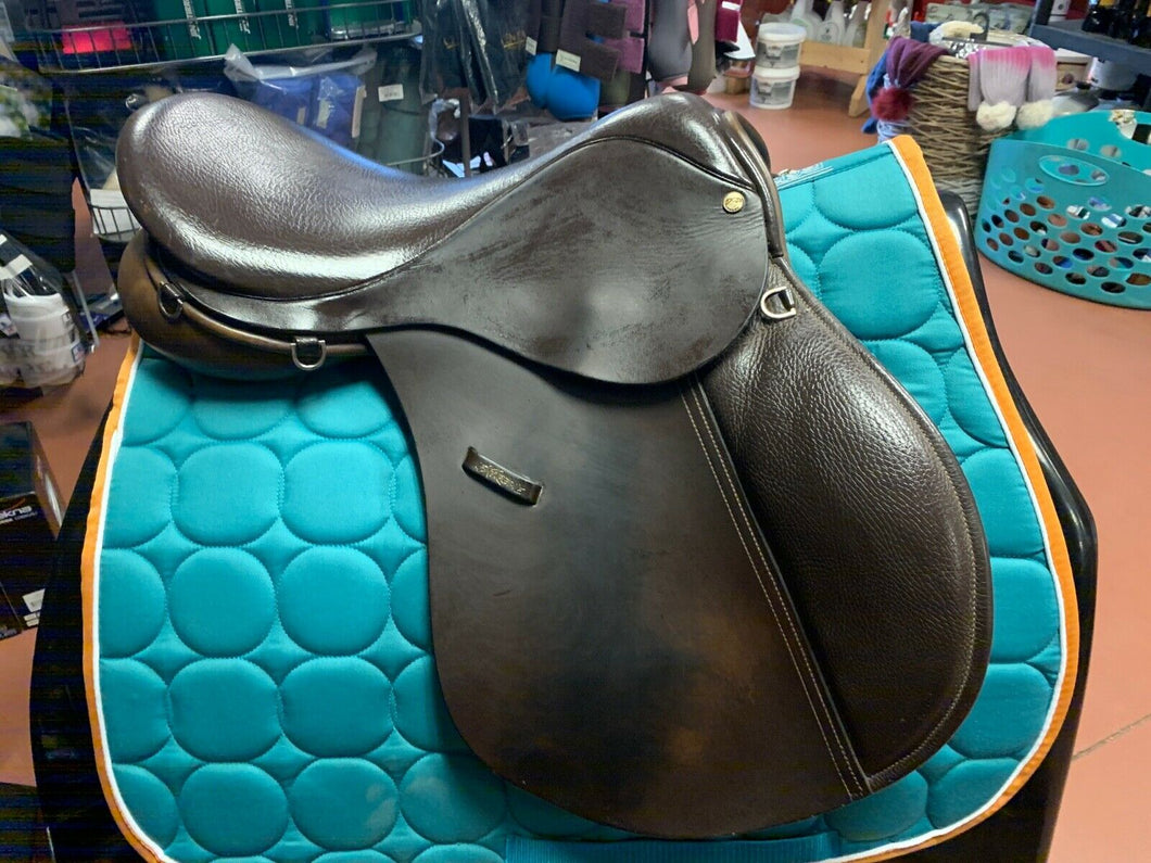 County Extreme Close Contact Jump Saddle, 17