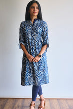 Load image into Gallery viewer, Leaf patterned indigo kurti