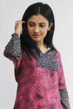 Load image into Gallery viewer, Rose patterned kurti