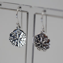 Load image into Gallery viewer, Flower Cutout Earrings