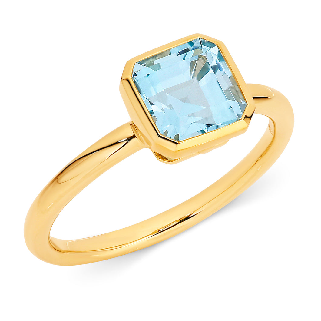 Yellow Gold and Blue Topaz Ring