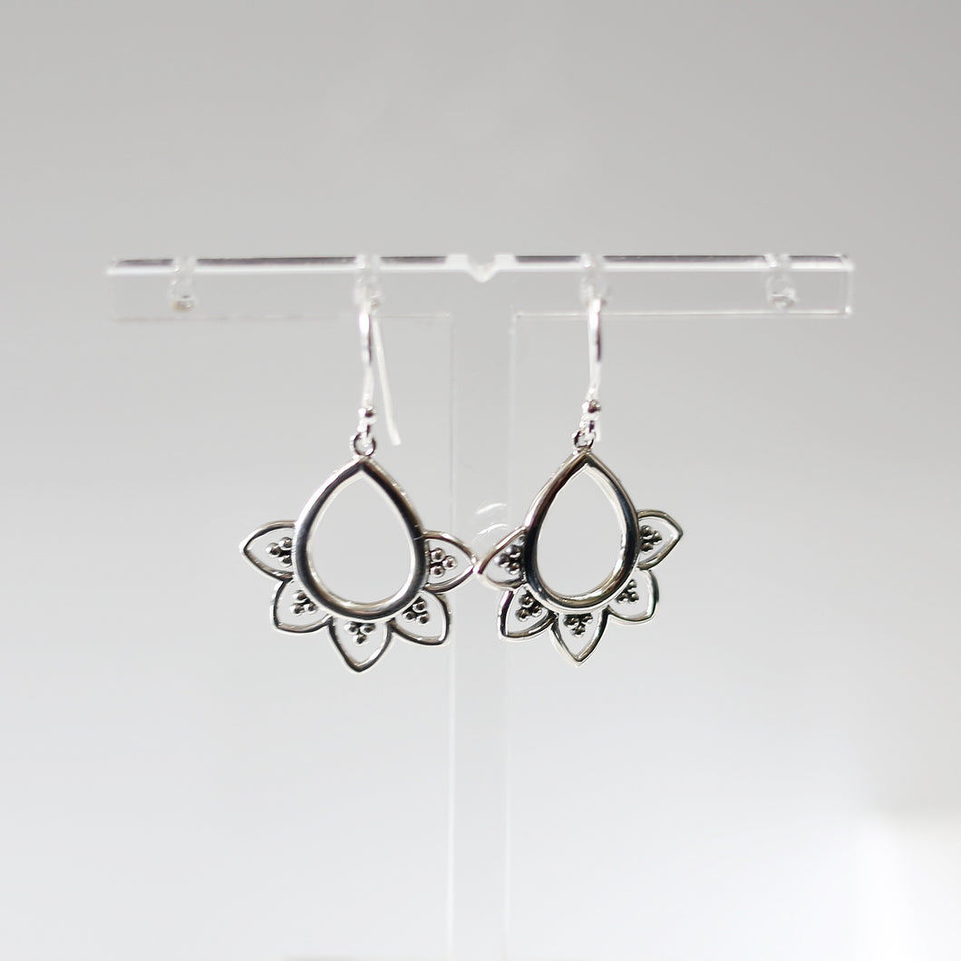 Teardrop Motiv Earrings