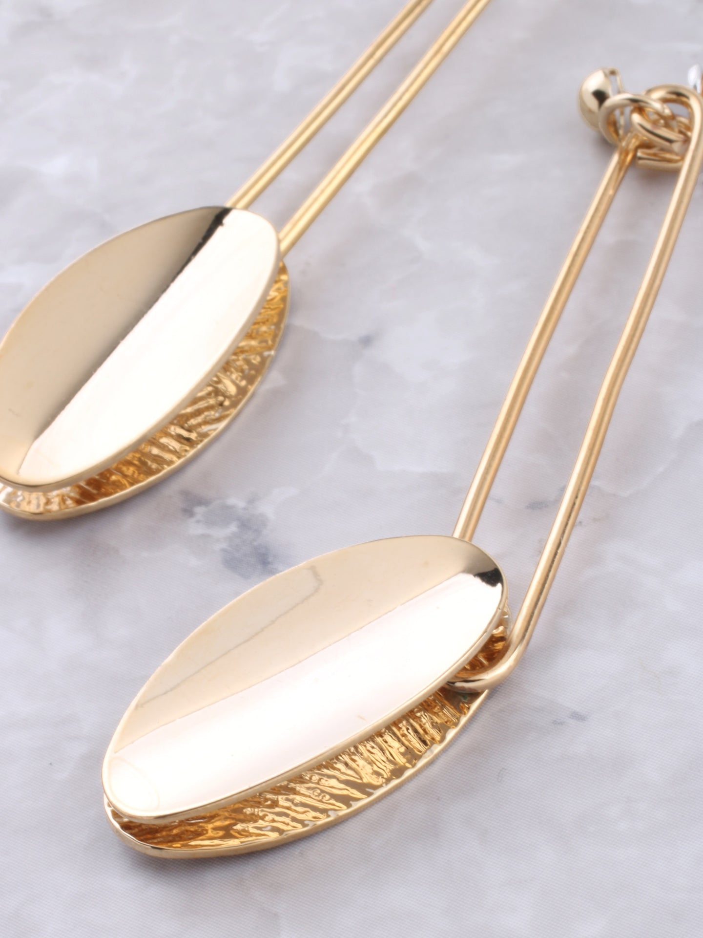 Oval Dangle Earring Anarchy Street Gold - Details