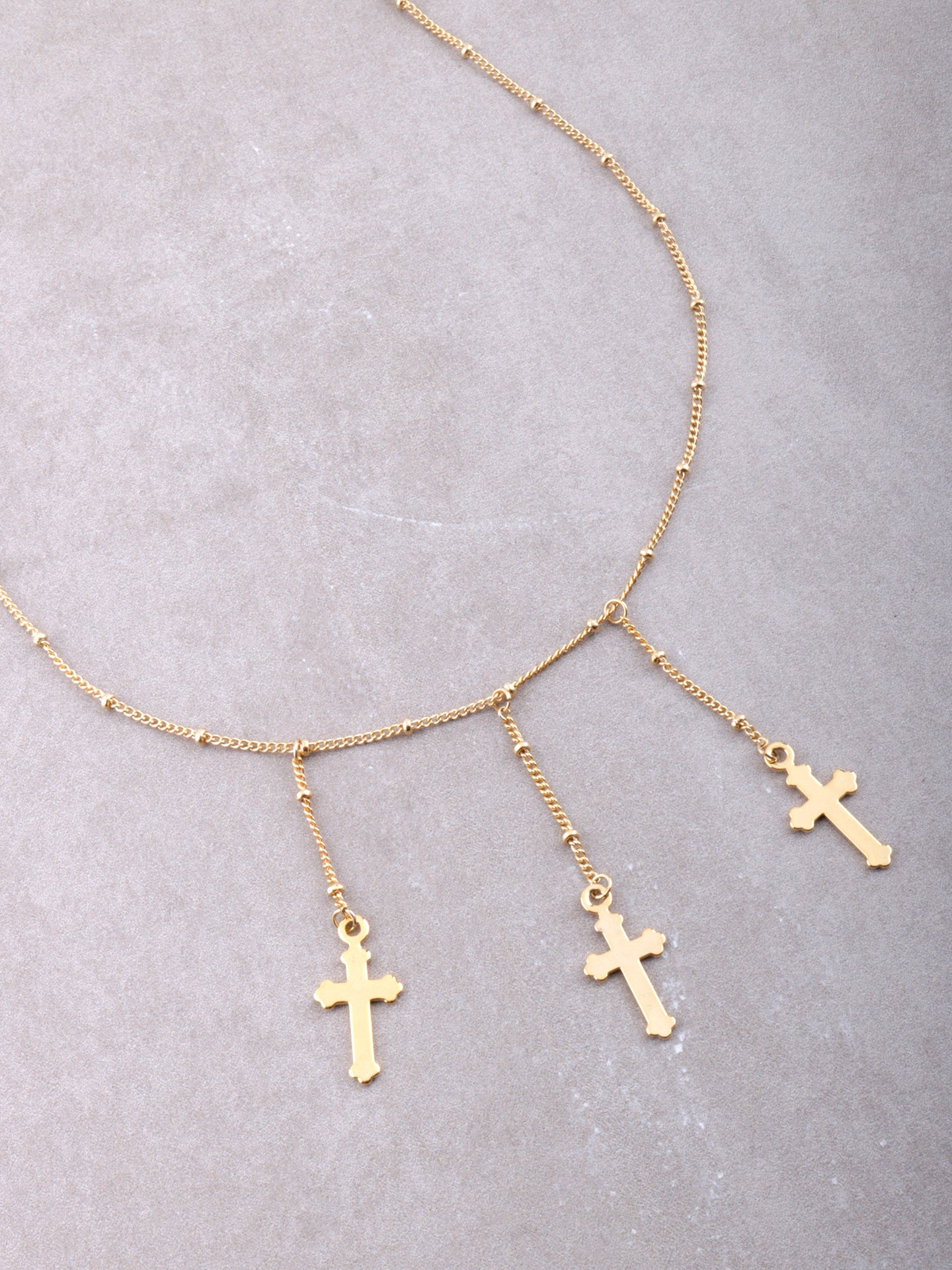 Tres Crosses Choker