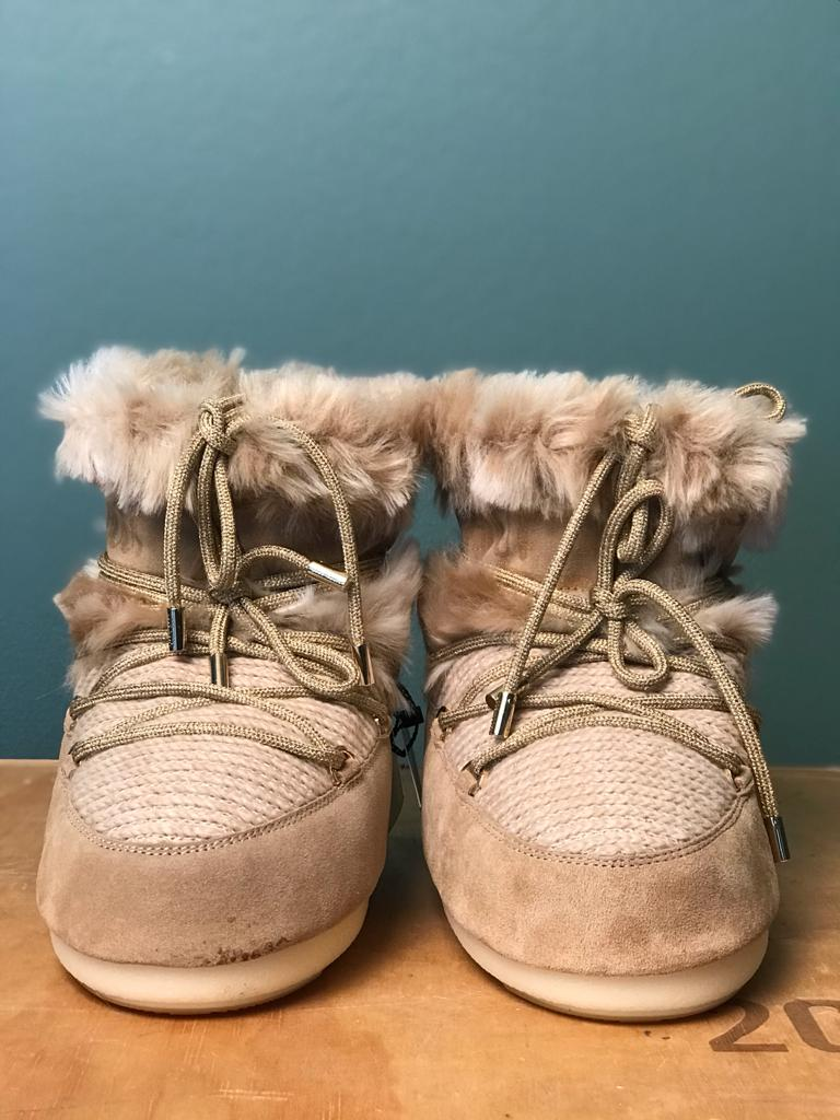 MOON BOOT MARS WOOL FUR, knöchelhohe Version für Damen in Beige, Frontansicht