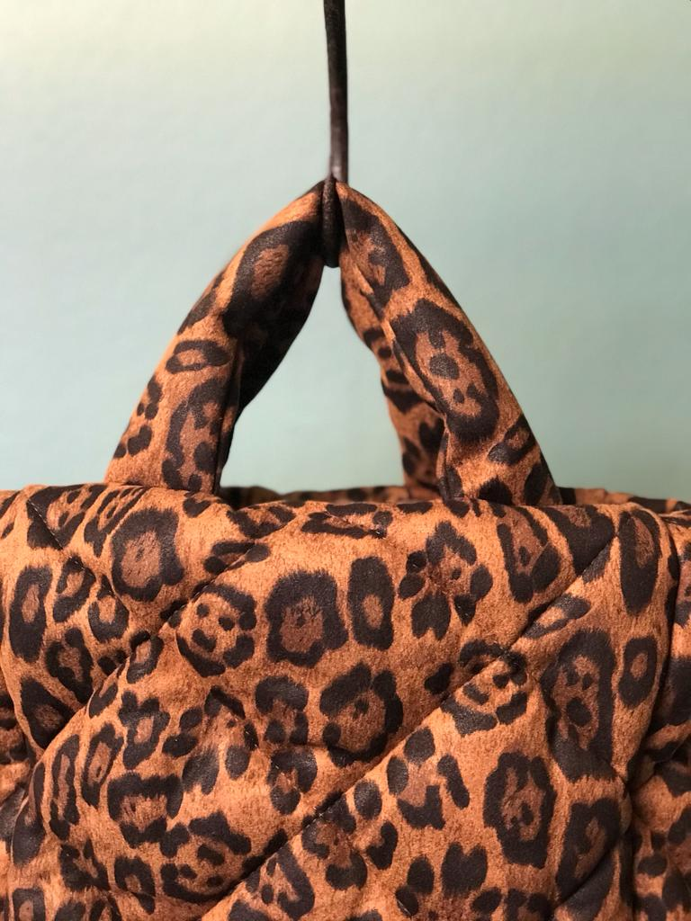 STAND STUDIO DIAMOND BAG ROSANNE in braunem Leo-Print, Close-up