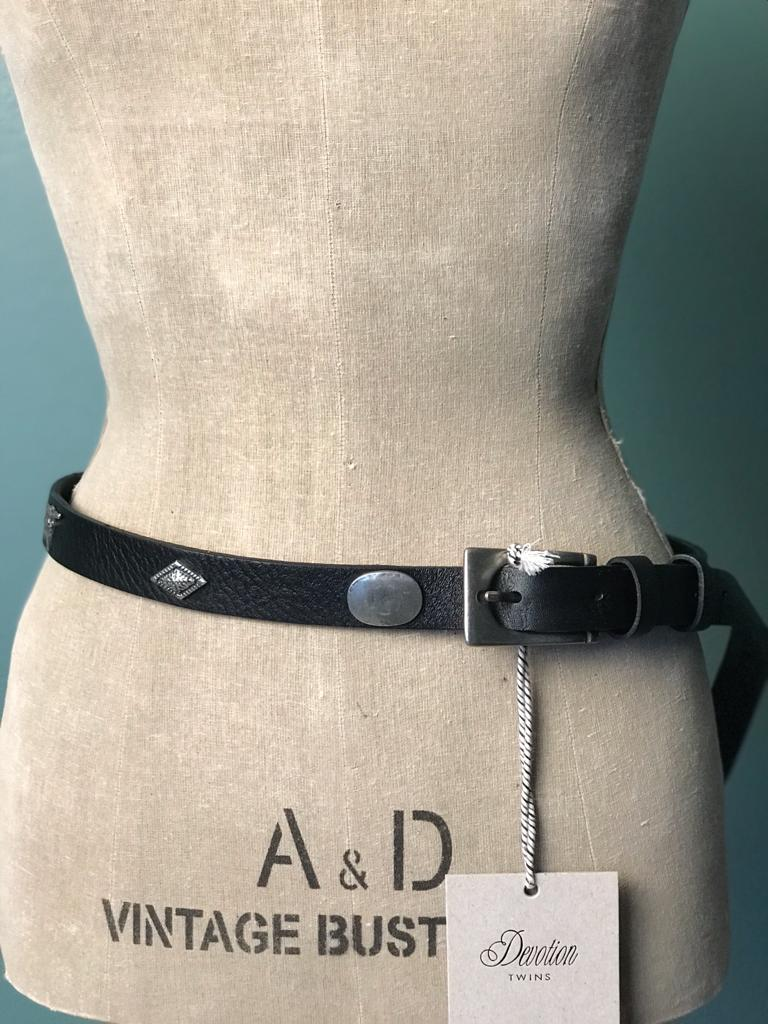 DEVOTION TWINS LEATHER BELT BUFALO, Frontansicht