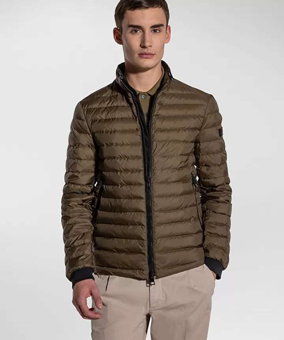 Ultra-lightweight and semi-shiny down jacket
