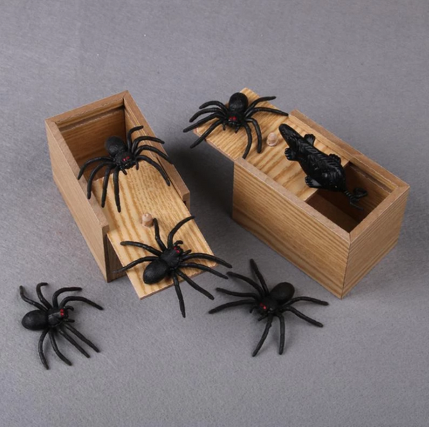 Ihrtrade Halloween decoration Prank Scare Spider