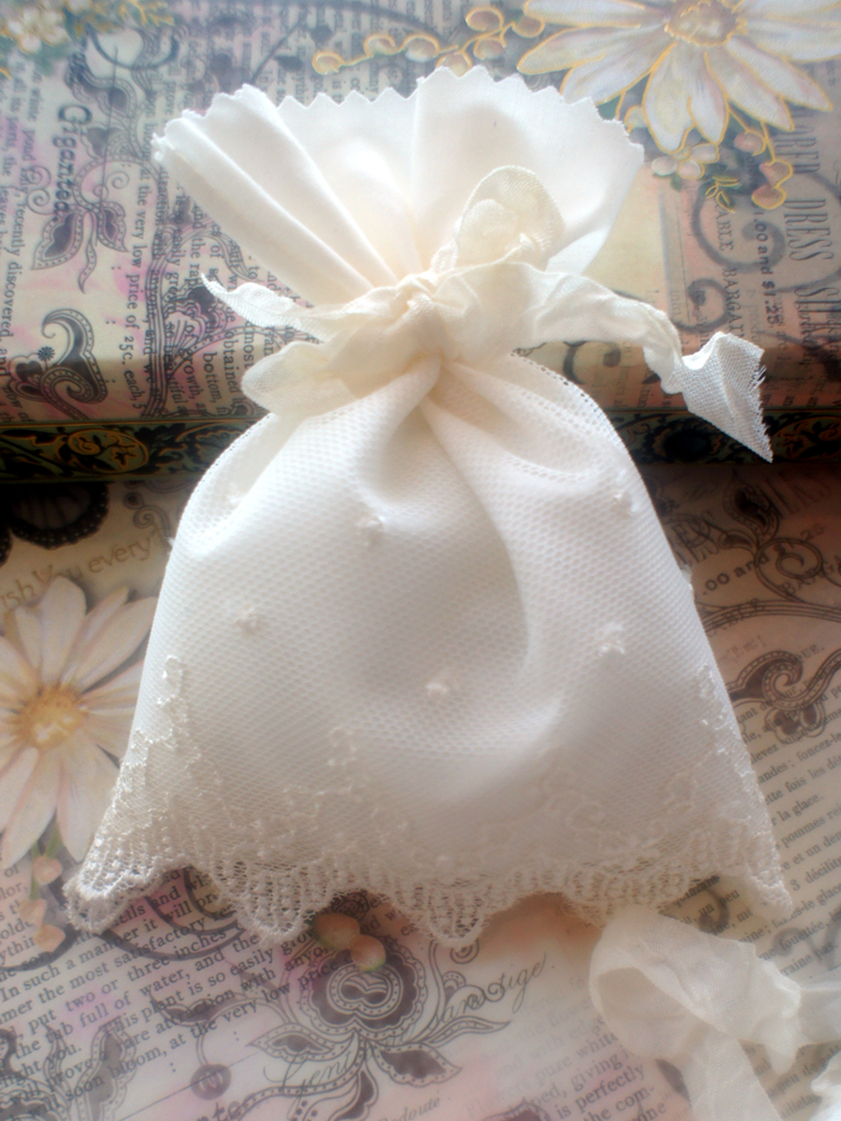 Romantic French Chantilly Lace Wedding Favor Bags (Set of 6 ...