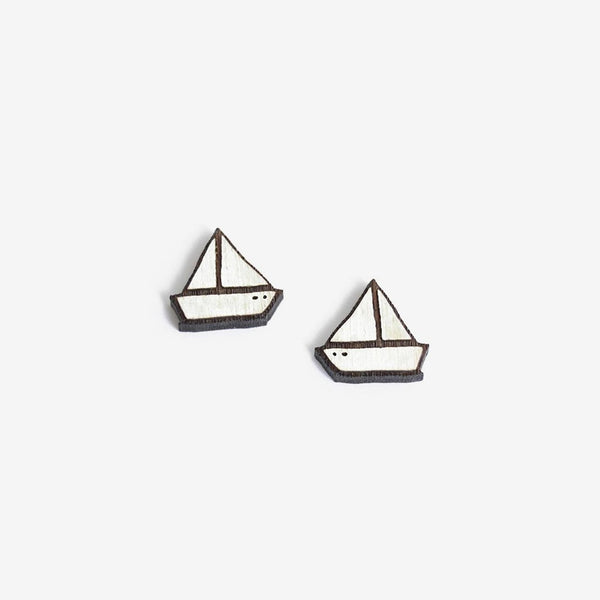 Little boat stud earrings