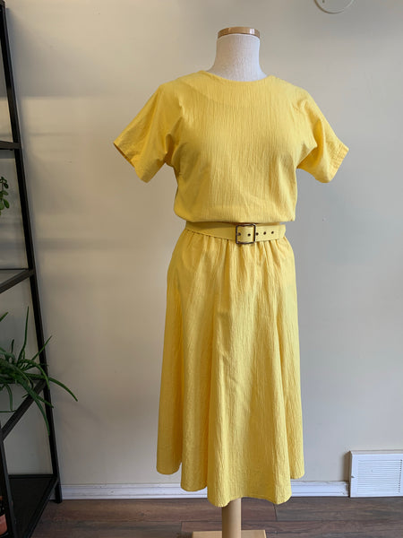 Yellow 2-piece set w/matching belt