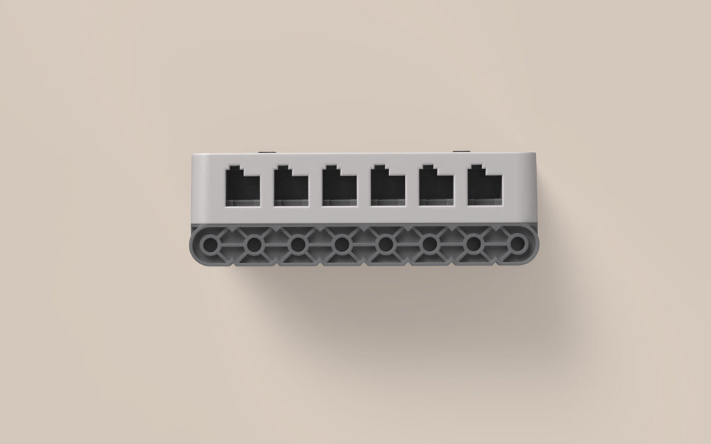 Smart Ports: 12 identical Smart Ports work all with Smart Motors & sensors.