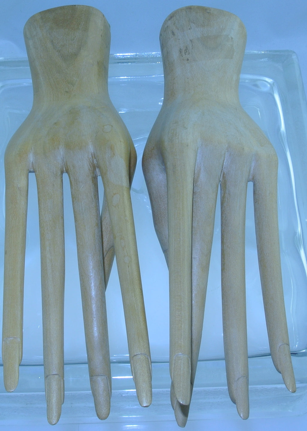 BEAUTIFUL VINTAGE WOODEN MANNEQUIN HANDS LONG ELEGANT FINGERS FEMALE COUNTER DISPLAY RINGS GLOVES ETC PAIR - MASS PRODUCED
