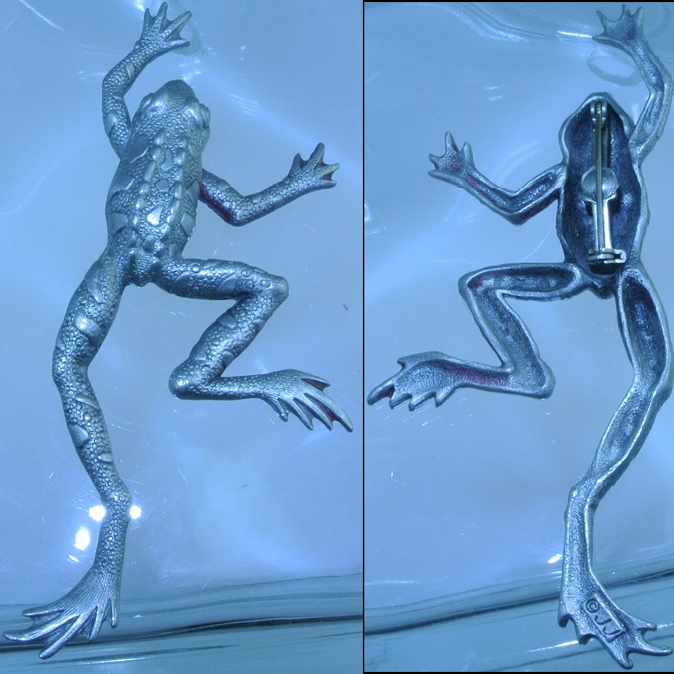 SILVER FROG CLIMBING SIGNED JJ PIN BROOCH -MASS PRODUCED