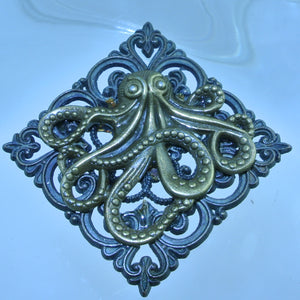 BRASS OCTOPUS FILIGREE SQUARE PIN BROOCH STARR WILDE STEAMPUNK FORTRESS HALLOWEEN UNDER THE SEA ARIEL URSULA AQUAMAN COSPLAY COSTUME