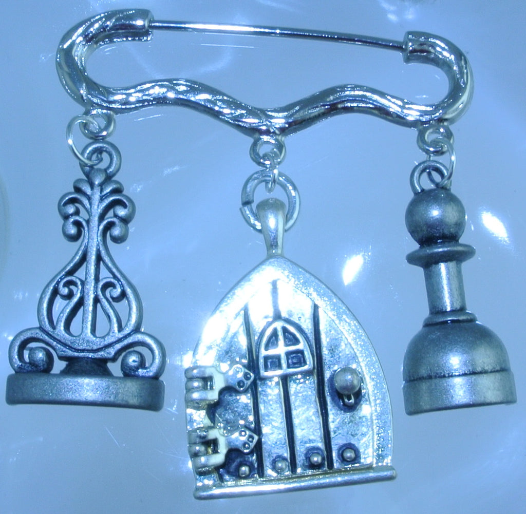 SILVER KILT FAIRY DOOR LOCKET POINTED 2 CHESS PIECES PIN BROOCH KILT STARR WILDE STEAMPUNK FORTRESS