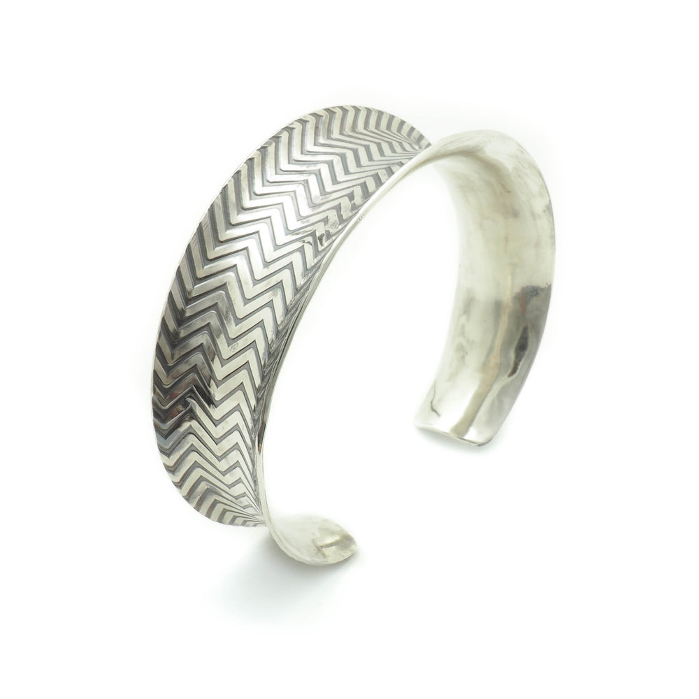 Load image into Gallery viewer, Zig Zag Torus Cuff