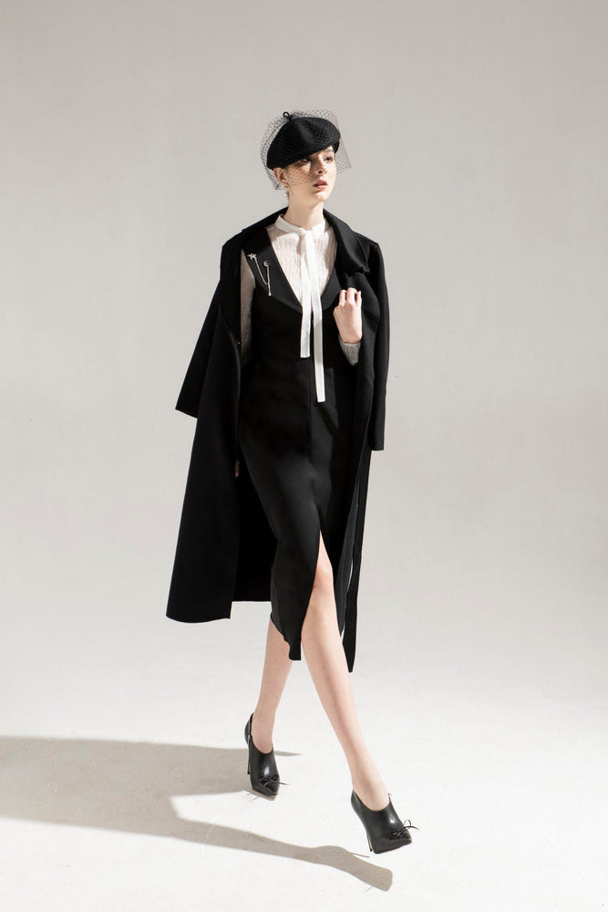 CASHMERE COAT & SLEEVELESS PECIL DRESS & PLEAT SHIRT