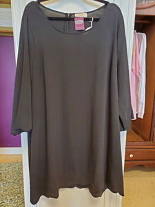 UMGEE Curvy 3/4 Sleeve Round Neck Dress w/ Scalloped Hem -BLACK