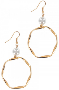 GOLD CIRCLE WITH PEARL EARRINGS