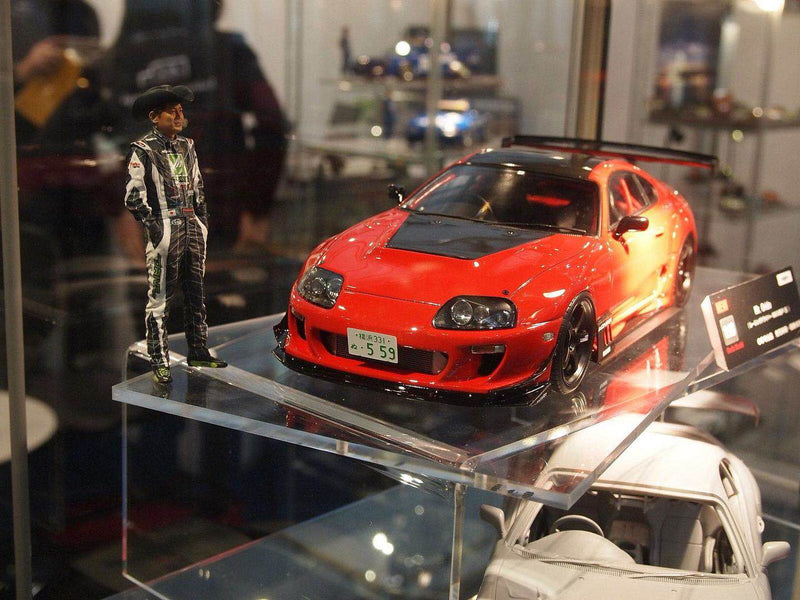 Ignition Model 1:18 scale figurine set model: Toyota Supra JZA80 with a standing figurine of MAX ORIDO