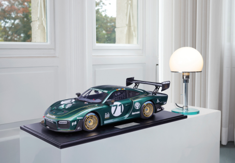 MINICHAMPS  PORSCHE 1:8 935/19    2019 TENNER RACING (800651004)  Resin Model Car Available on the end of April 2021 Pre Order now