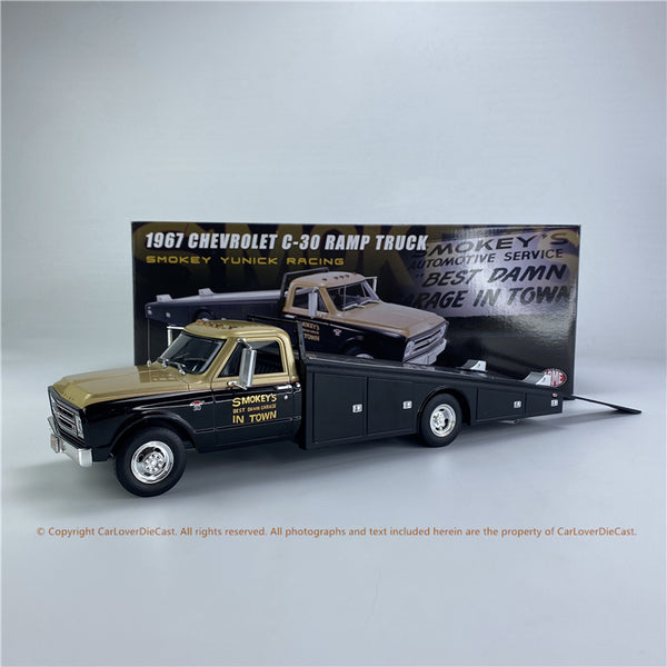 ACME 1:18 1967 Chevrolet C-30 Ramp Truck - Smoky Yunick (A1801703) diecast car model