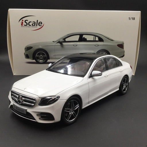 iScale 1:18 Mercedes E-Klasse  Limousine W213 diecast full open White (018000000002) available now