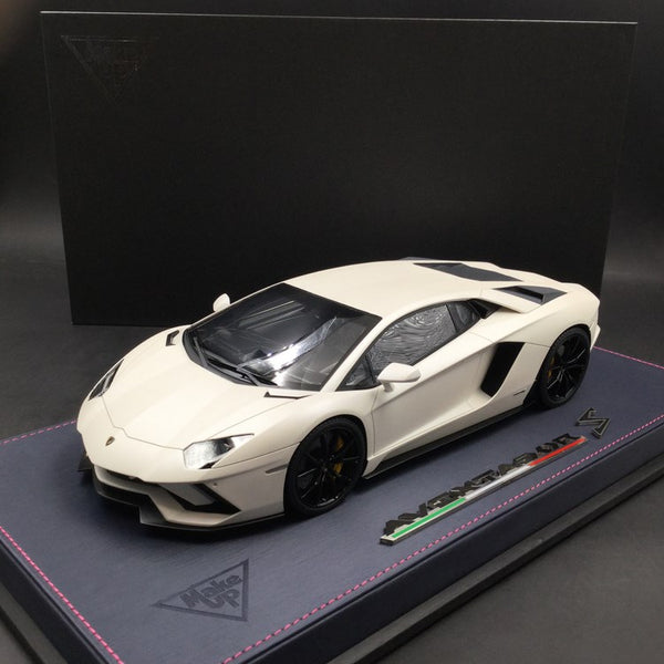 Makeup 1:18 Lamborghini Aventador S 2017 resin car model (Matt Pearl White) EML004C