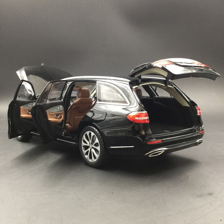 iScale 1:18 Mercedes E-Klasse T-Modell diecast full open Black (18000000004) available now
