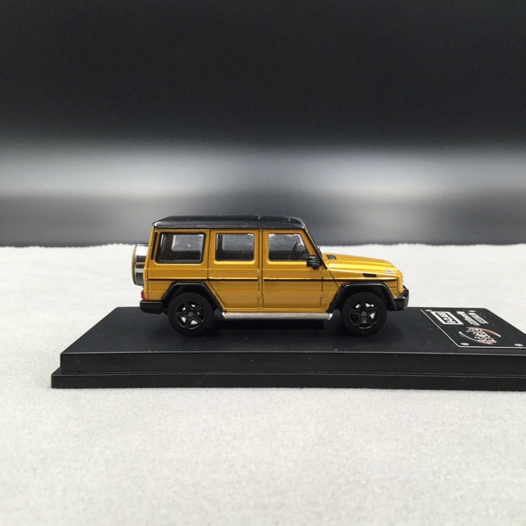 iScale 1:64 Mercedes W463 G-Klasse (Gold Yellow ) diecast car model with display case and cover  available on end of June 2019