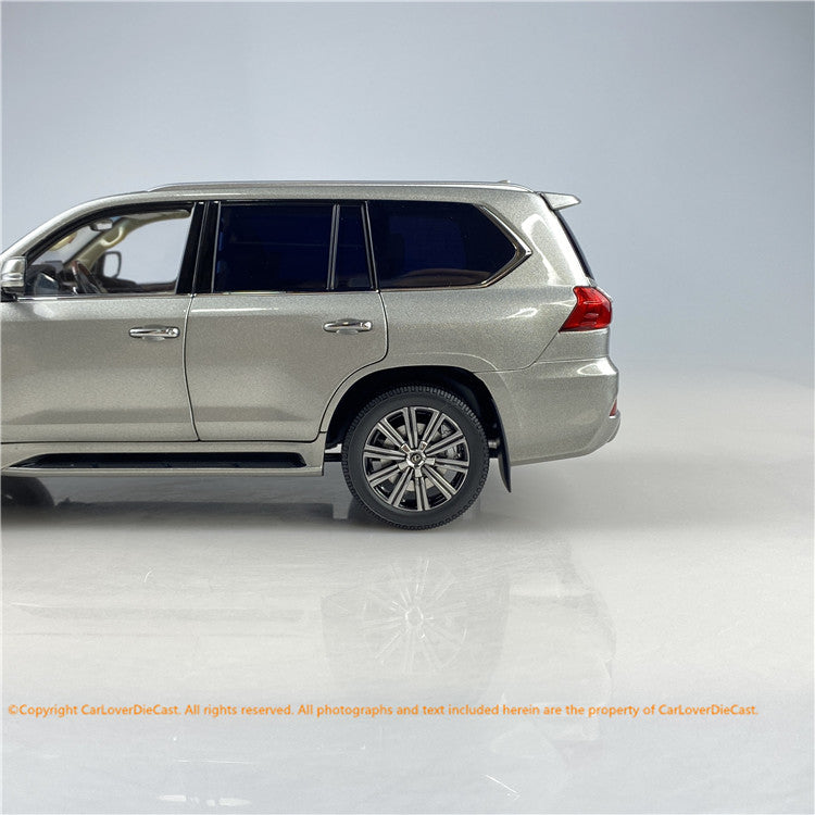 Kyosho 1:18 Lexus LX570 diecast mdoel Full open (Sonic Titanium) 08955T stock ready  now