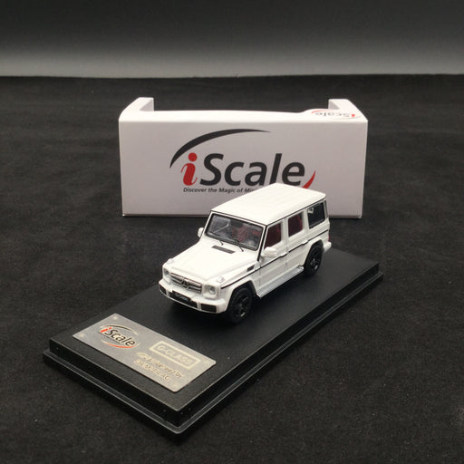 iScale 1:64 Mercedes W463 G-Klasse (white) diecast car model with display case and cover