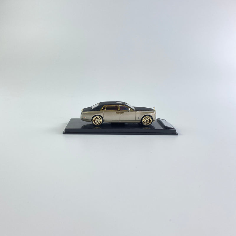 SMALLCARART 1:64  RR Phantom VIII Frosted black/Champagne gold (SK164005CB) Diecast Car available on the end of November pre-order now