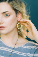 Load image into Gallery viewer, DARIA DAISY EARRINGS