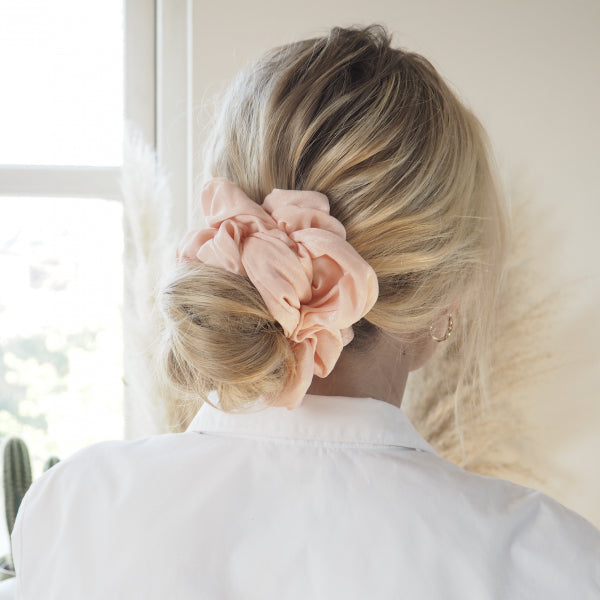 BELLA MEGA SCRUNCHIE I PEACH