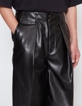 Load image into Gallery viewer, BLACK TUCK BAGGY WASHABLE LIGHT LEATHER PANTS