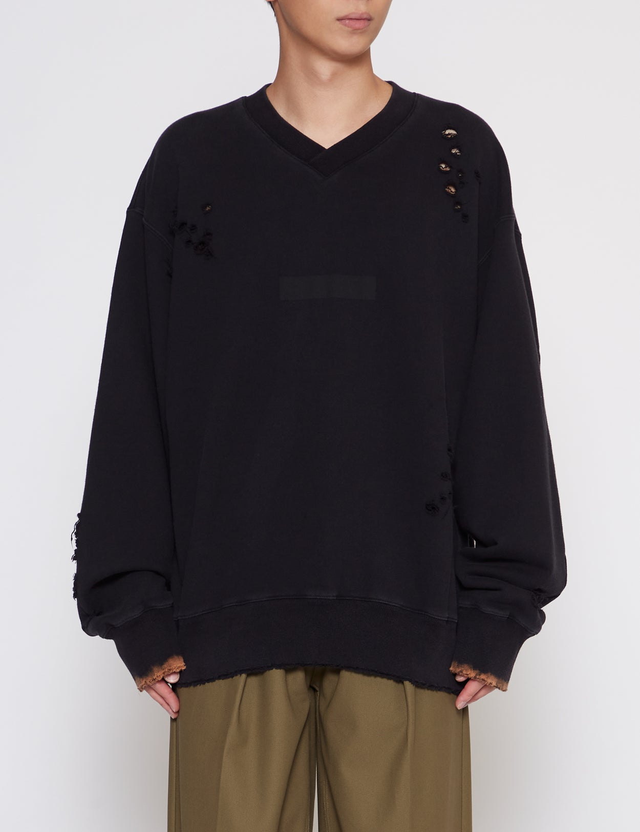 BLACK ARCHIVE V-NECK SWEATER