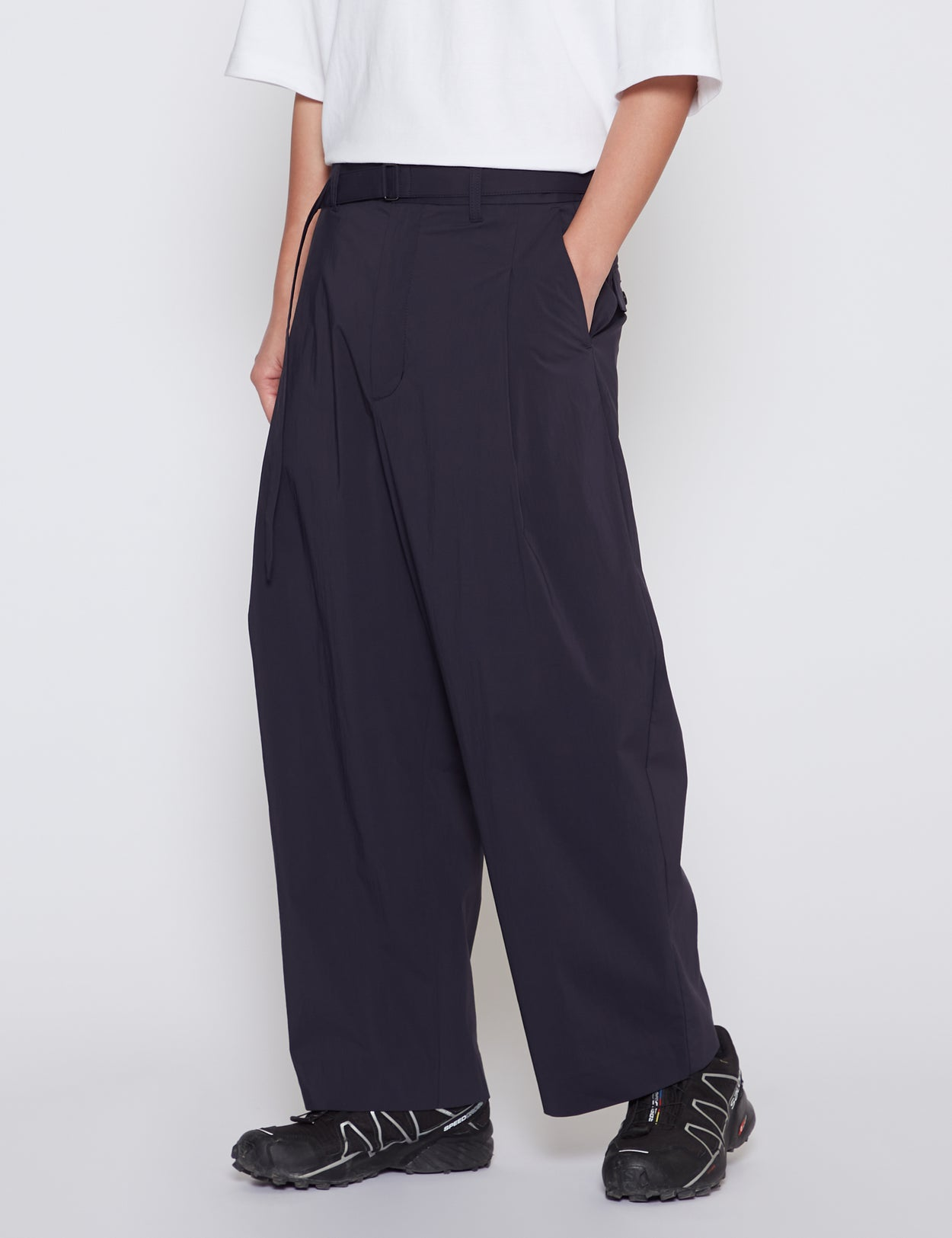NAVY DRY WEATHER NYLON BELTED ONE TUCK PANTS